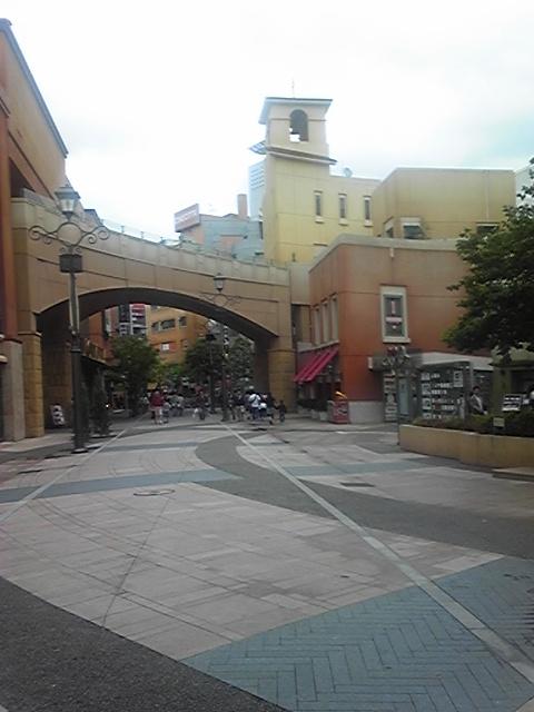 川崎チネチッタ映画館前の道