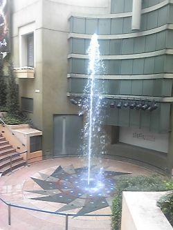 チネチッタ前の噴水