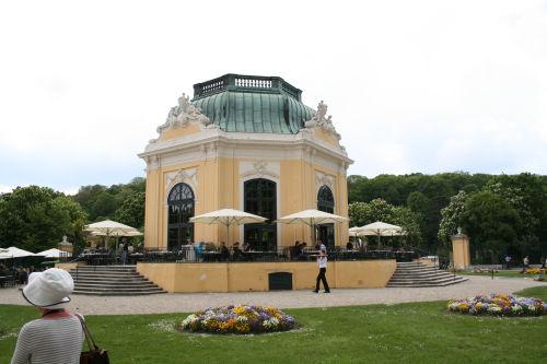 動物園内のレストラン