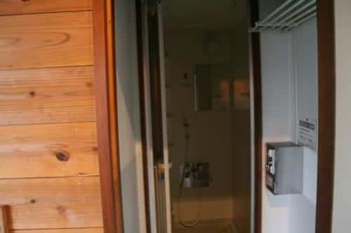 管理棟横にあるシャワー室
