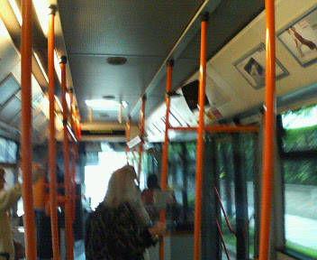 バスで出発